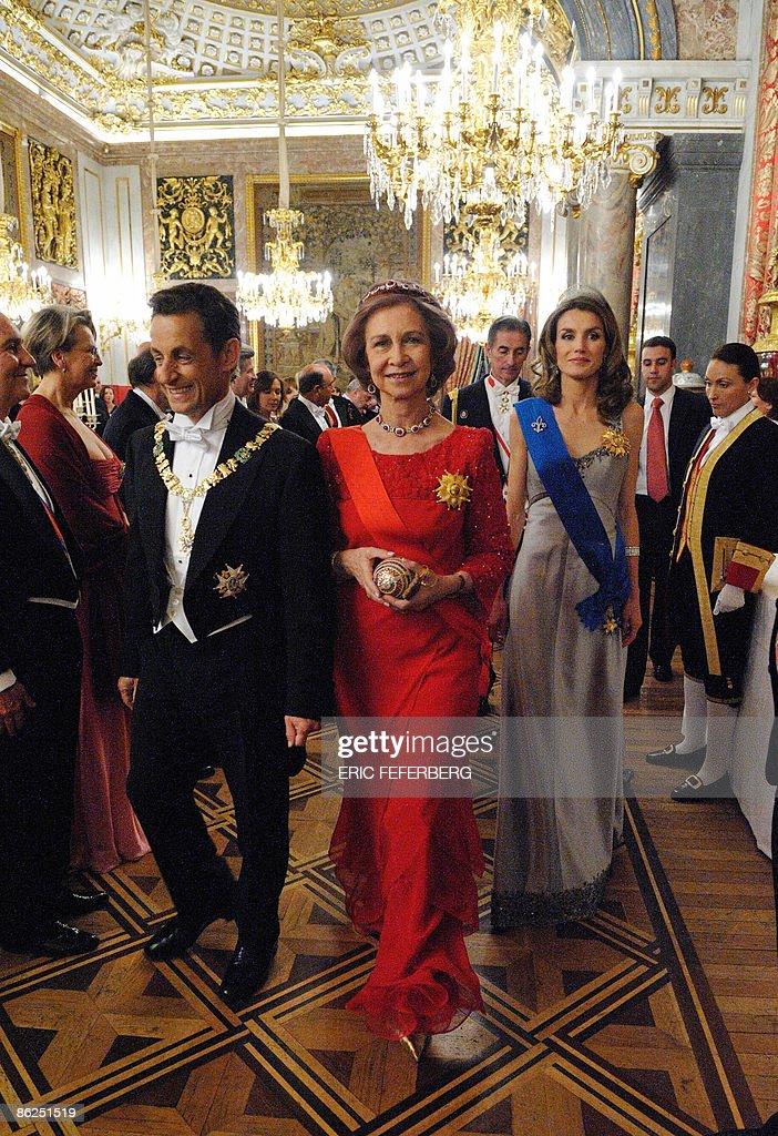 (L to R) French President Nicolas Sarkoz : News Photo