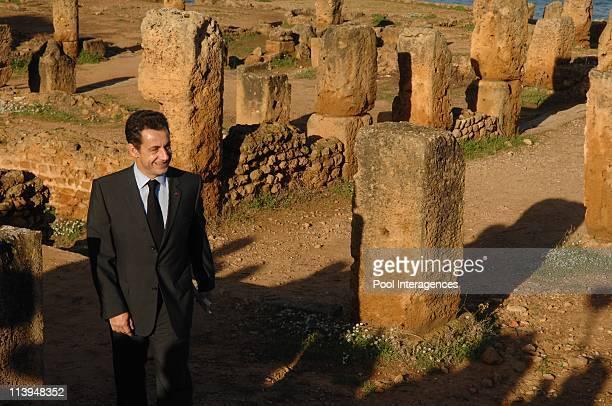 Résultats de recherche d'images pour «M. Sarkozy et sa suite à Tipasa»