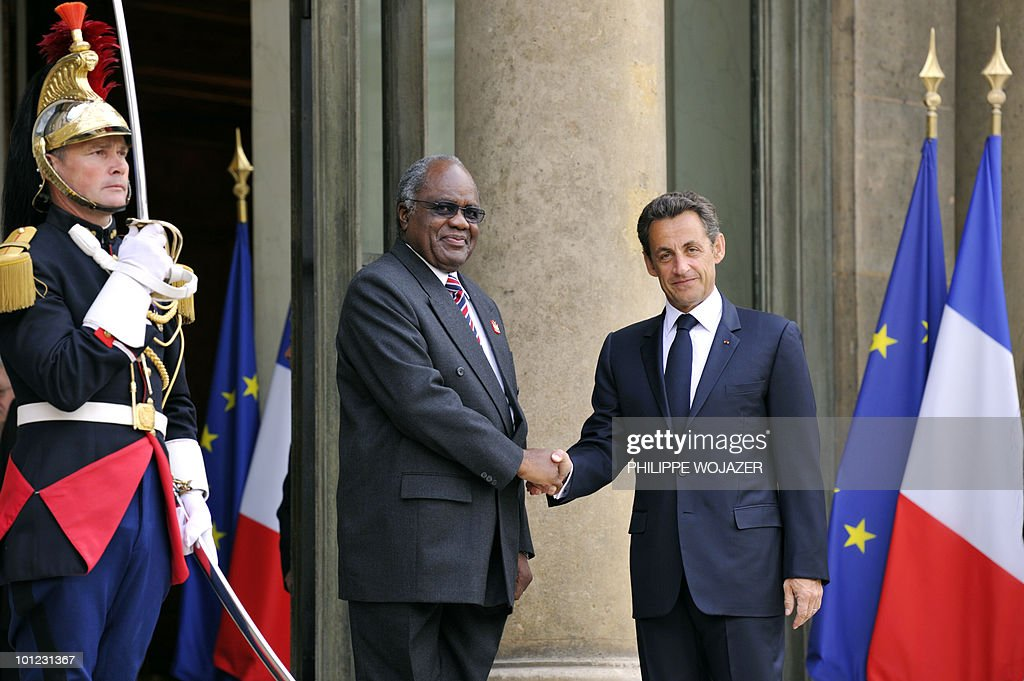 French President Nicolas Sarkozy (R) welcomes Namibian President Hifikepunye Lucas Pohamba prior to a meeting at the Elysee Palace in Paris on May 28, 2010.