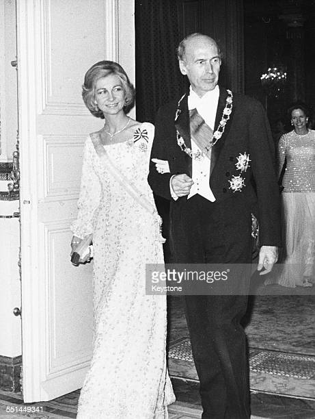 French President Valery Giscard d'Estaing arm in arm with Queen Sofia of Spain at a reception at the Elysee Palace, Paris, circa 1978.
