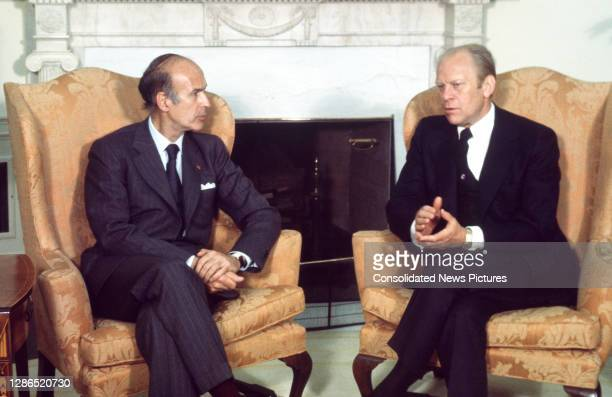 French President Valery Giscard d'Estaing meets with US President Gerald Ford in the White House's Oval Office, Washington DC, May 17, 1976. The...