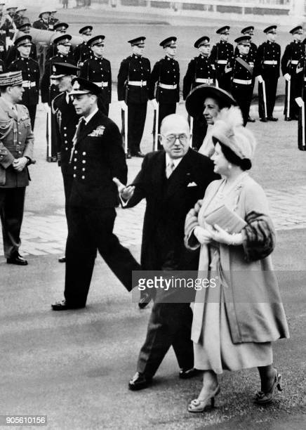 French president Vincent Auriol talking to Queen Elizabeth passes in review troops with King George VI and his wife Michelle Auriol at his arrival in...