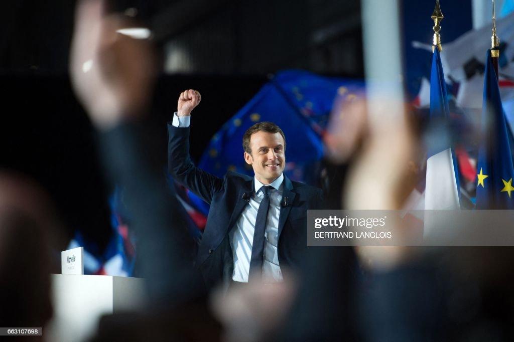 TOPSHOT-FRANCE2017-VOTE-EN-MARCHE : News Photo