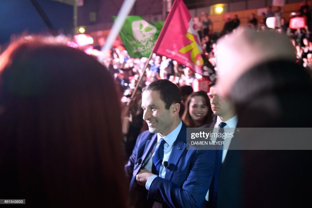 French presidential election candidate for the left-wing French Socialist (PS) party Benoit Hamon (C) arrives for a campaign rally in Le Havre on March 10, 2017. / AFP PHOTO / Damien MEYER