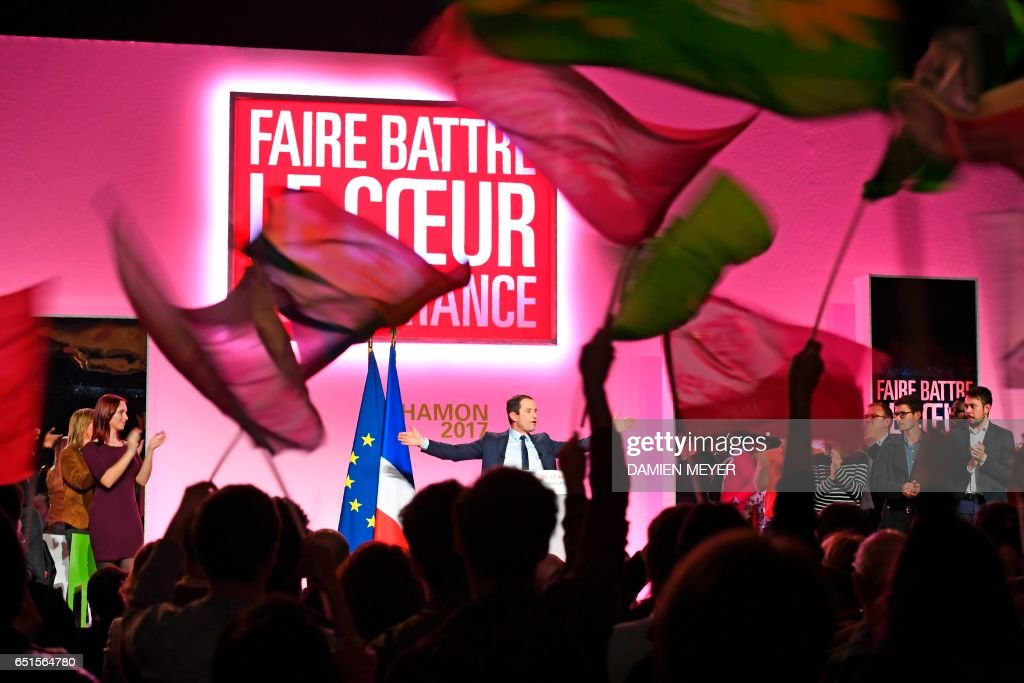 French presidential election candidate for the left-wing French Socialist (PS) party Benoit Hamon (C) acknowledges applause during a campaign rally in Le Havre on March 10, 2017. / AFP PHOTO / Damien MEYER