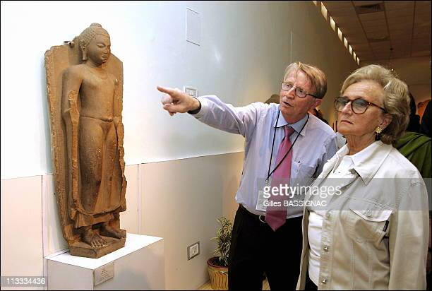 French President'S Wife Bernadette Chirac Visits The Ghats On The Gange River Banks And The Dhamekh Stupa Archeological Museum On February 20Th 2006...