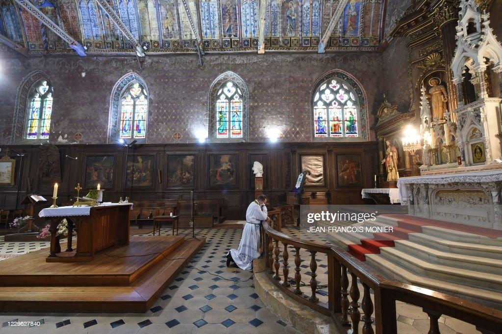 FRANCE-HEALTH-VIRUS-RELIGION : News Photo