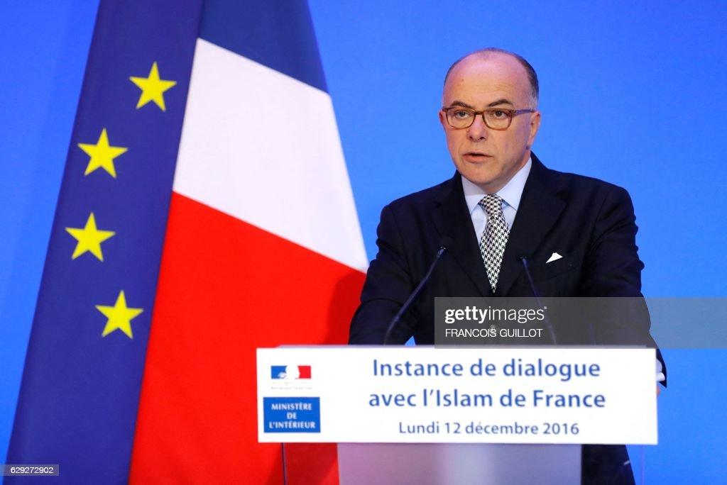 FRANCE-POLITICS-GOVERNMENT-ISLAM-MEETING : Nachrichtenfoto