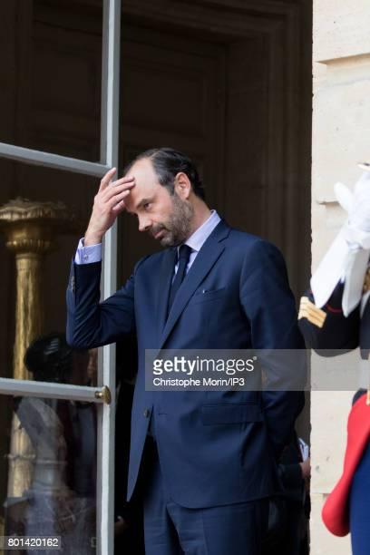 French Prime Minister Edouard Philippe receives Ukrainian President Petro Porochenko for a meeting at the Hotel de Matignon on June 26 2017 in Paris...