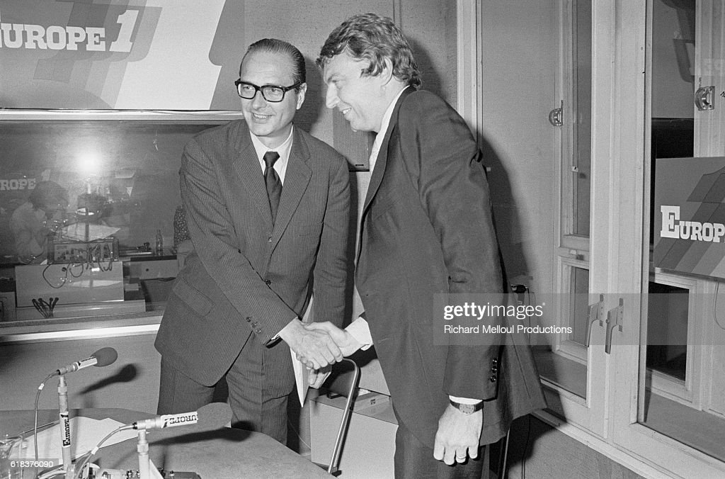 Jacques Chirac Meets Etienne Mougeotte at Europe 1 Radio Station : Photo d'actualité
