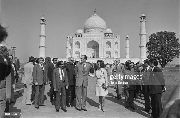 French Prime Minister Jacques Chirac with wife Bernadette in front of the Taj Mahal during their official visit to India