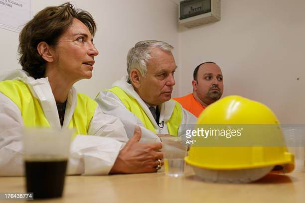 French Prime Minister JeanMarc Ayrault and French Social Affairs and Health Minister Marisol Touraine drink coffee with employees of Eiffage TP in...
