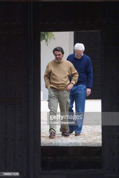 French Prime Minister Lionel Jospin and Spanish Prime Minister Jose Maria Aznar on the latter's 'Qintos de Mora' estate near Toledo