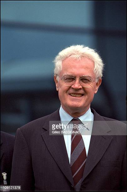 French Prime Minister Lionel Jospin Inaugurates The Toyota Factory Of Onnaing On June 6Th 2001 In Onnaing France