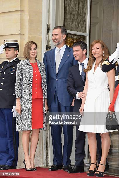 French Prime Minister Manuel Valls and wife Anne Gravoin greet Queen Letizia of Spain and King Felipe of Spain in the courtyard of the Hotel Matignon...