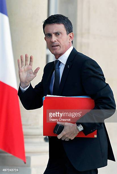 French Prime Minister Manuel Valls arrives at the Elysee Presidential Palace for a meeting on November 15 2015 in Paris France French President...