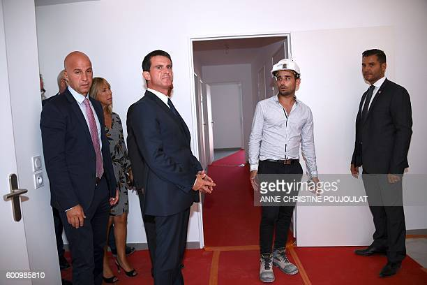 French Prime minister Manuel Valls visits a social housing building site in GignacLaNerthe on September 9 2016 / AFP / ANNECHRISTINE POUJOULAT