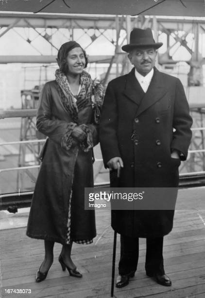 French Prime Minister Pierre Laval and his daughter Josette on their way to New York Photograph Around 1930 Der französische Ministerpräsident Pierre...