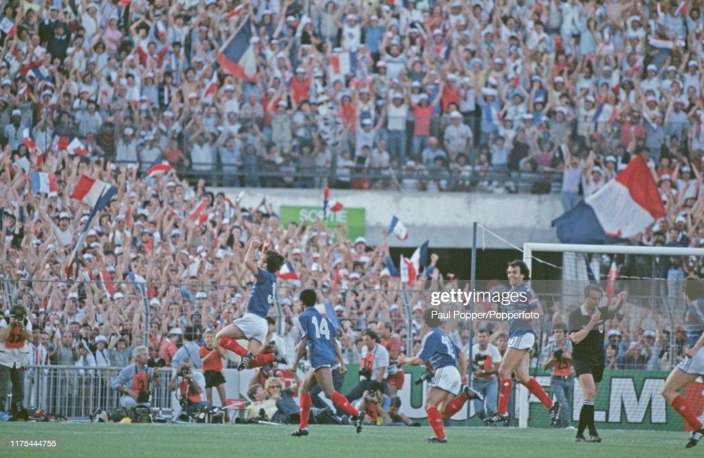 France v Portugal In UEFA Euro 1984 Semi Final : Photo d'actualité
