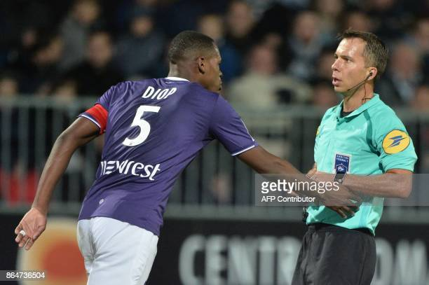 French refere Johan Hamel reacts to AToulouse's French defender Issa Diop during the French L1 Football match between Angers and Toulouse on October...
