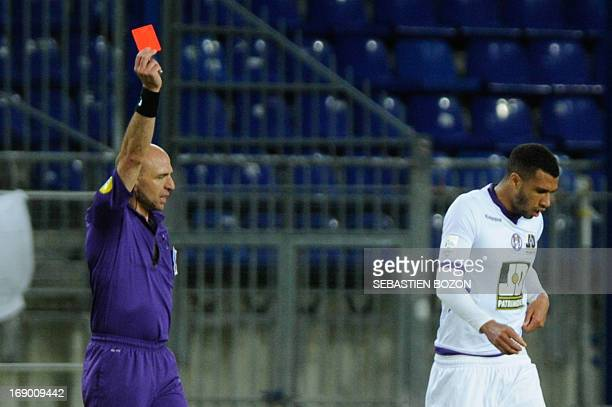 French referee Bartolomeu Varela gives a red card to Toulouse's French midfielder Etienne Capoue during the French L1 football match Sochaux vs...