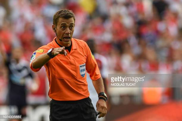 French referee Clement Turpin gestures during the French L1 football match between Bordeaux and Monaco on August 26, 2018 at the Matmut Atlantique...