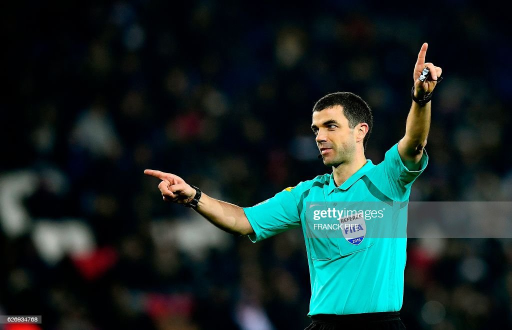 French referee Frank Schneider officiates the French L1 football match between Paris Saint-Germain (PSG) and Angers at the Parc des Princes stadium in Paris on November 30, 2016. /