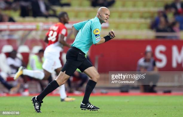 French referee Tony Chapron runs during the French L1 football match Monaco vs Montpellier on september 29 2017 at the 'Louis II' Stadium in Monaco /...