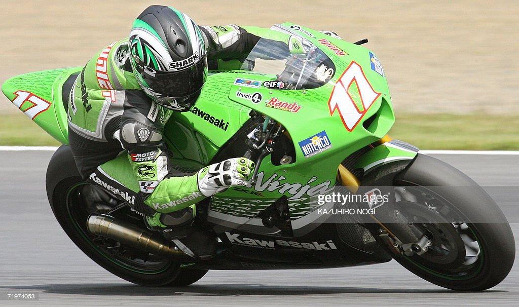 French rider Randy de Punet drives his K : News Photo