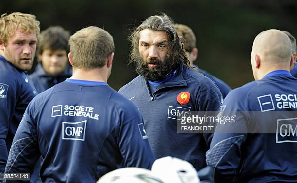 French rugby players Sebastien Chabal chats with William Servat and Romain MilloChluski during a training session in Porirua on June 17 2009 France...