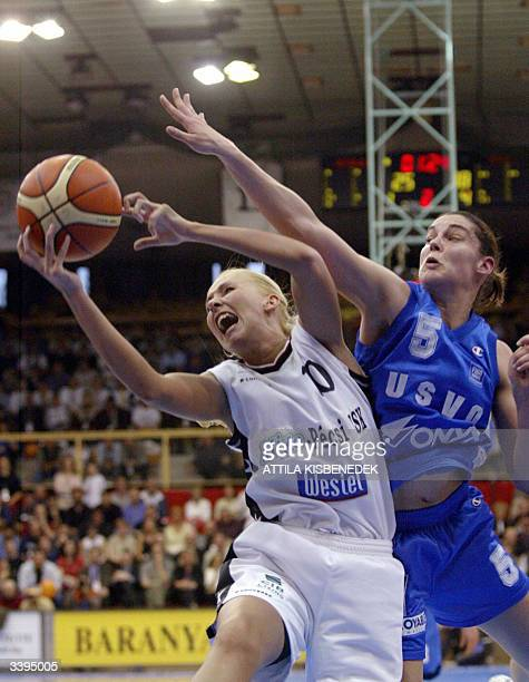 French Sandra Le Drean of US Valenciennes Olympic fihgts for the ball with Hungarian opponent Annamaria Keller of MizoPVSK 16 April 2004 during their...