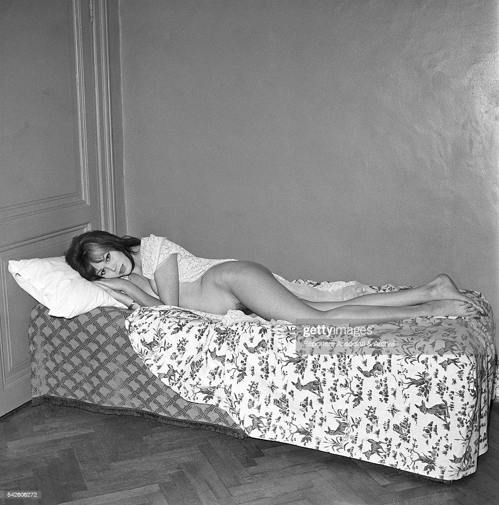 Amanda Lear posing for a sexy photoshooting : Nachrichtenfoto