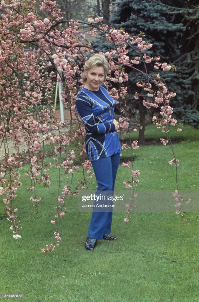 French singer and dancer Line Renaud at home, 27th April 1970.