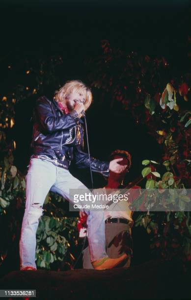 French singer and songwriter Renaud on stage during the 1989 Francofolies de La Rochelle music festival.