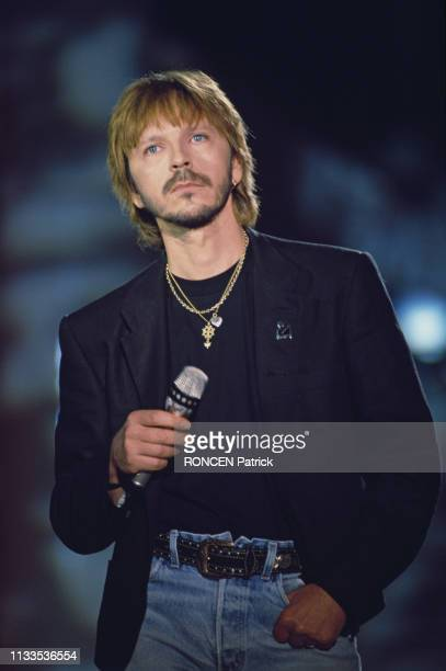 French singer and songwriter Renaud on the set of television show Stars 90.