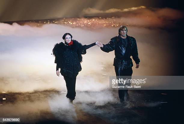 """French singer Barbara and French actor Gerard Depardieu on the stage of Paris' Zenith concert hall for """"Lili Passion""""."""