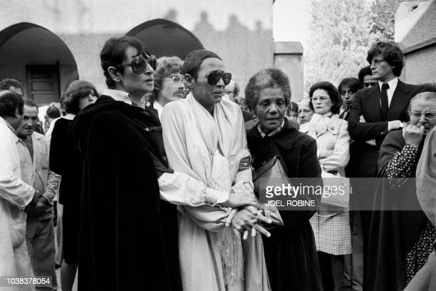 French singer Barbara conforts Maddly Bamy as Belgium singer Jacques Brel's corpse leaves the francomoslem hospital of Bobigny on October 12 1978