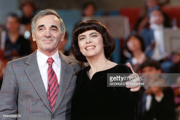 French singer Charles Aznavour and French singer Mireille Mathieu sing on November 17 1987 during the rehearsal of the TV show Le Grand Echiquier in...