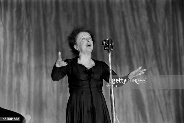 French singer Edith Piaf performs on stage at the Olympia concert hall in Paris on December 30 1960 / AFP PHOTO / STF