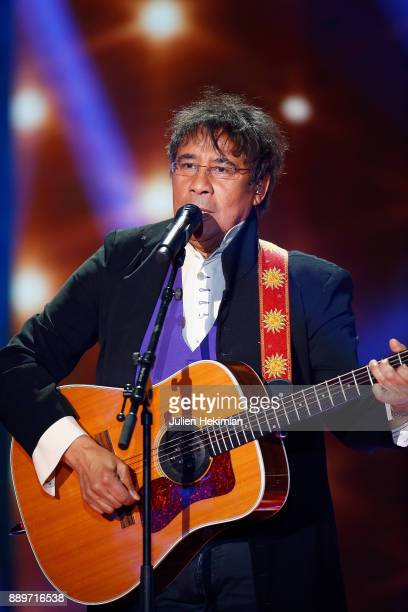 French Singer Laurent Voulzy performs on stage during the 31st France Television Telethon at Pavillon Baltard on December 9 2017 in NogentsurMarne...