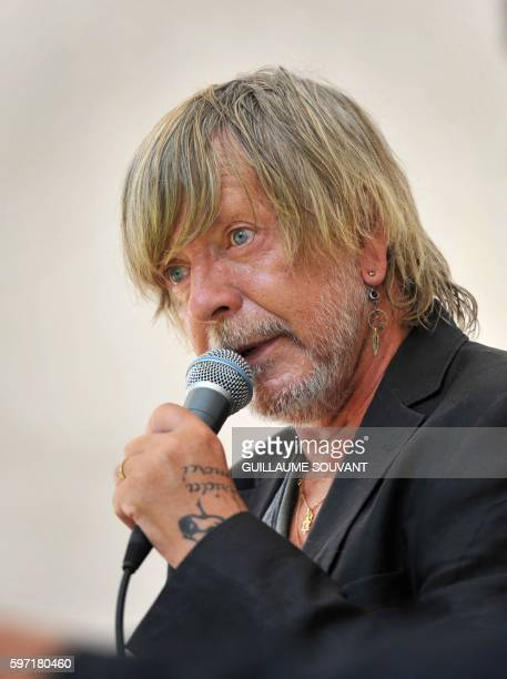 French singer Renaud Séchan speaks during the 21th book fair La Foret Des Livres on August 28 2016 in ChanceauxprèsLoches central France / AFP /...
