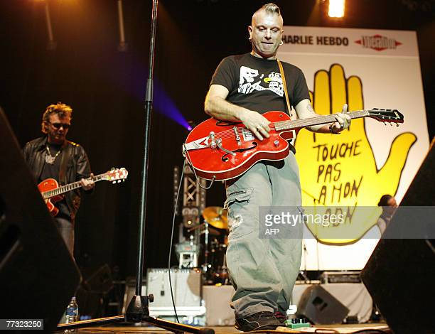 """French singer Sanseverino performs as he participates in a meeting-concert, 14 October 2007 at the Zenith in Paris, organized by the association """"SOS..."""
