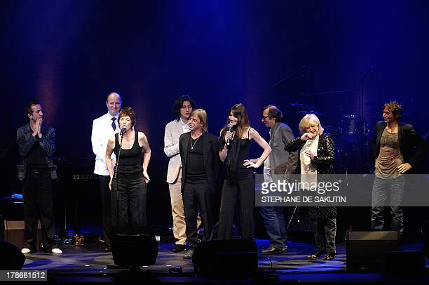 French singers Arthur H Jane Birkin JeanLouis Aubert UK's Marianne Faithfull and Raphael perform on the Pleyel hall's stage 28 June 2007 in Paris to...