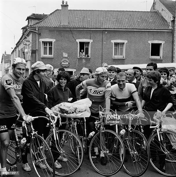 French skiers at the start of the famous cycling race La Polymultipliee Raymond Poulidor Marielle Goitschel Annie Famose Jacques Anquetil Rudi Altig...