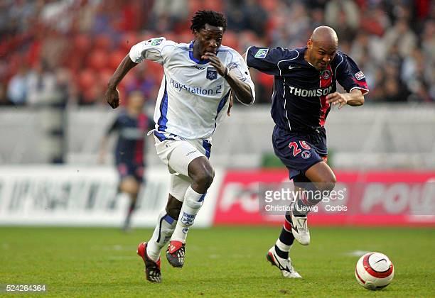 French Soccer Championship season 2004-2005. PSG vs Auxerre. Benjani Mwaruwari and Helder .