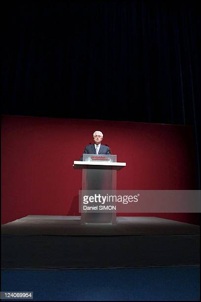 "French Socialist candidate and Prime Minister Lionel Jospin visits ""Genoscope"" In Evry, France On March 13, 2002."