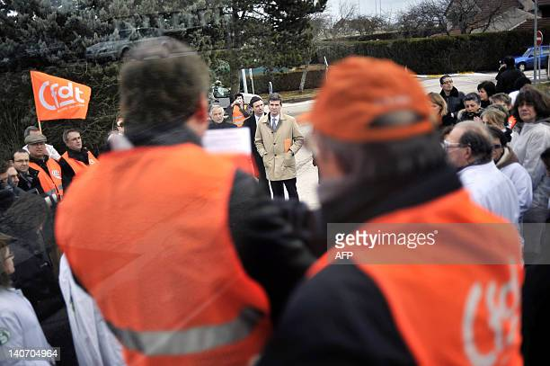 French Socialist MP and President of the SaoneetLoire departement Arnaud Montebourg listens to employees of the Fournier pharmaceutical laboratories...