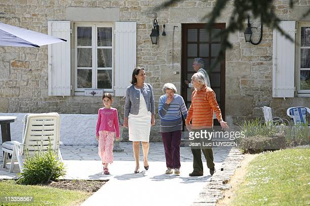French Socialist Party Presidential Candidate Segolene Royal Strolling In Melle France On April 22 2007 Segolene Royal received Bellot family This...