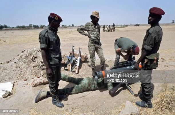 A French soldier advisor demonstrates how to use a MILAN antitank missile to new chadian inductee in N'Djamena army on February 24 1986 to fight the...