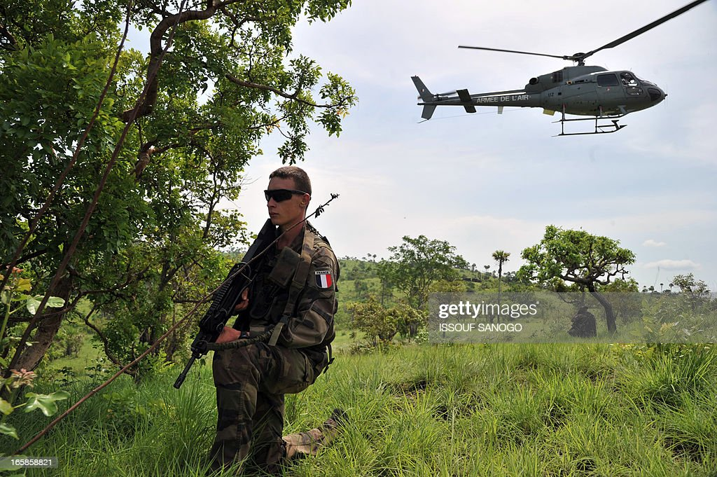 A French soldier from the 'Licorne' operation based in Abidjan sets up on the fire position during a military exercise with Ivory Coast's Republican Forces (FRCI) on April 6, 2013 in Lomo Sud, about 180 km north of Abidjan. FRCI soldiers are members of the Ivorian logistics battalion due to join the African-led MISMA forces in Mali.